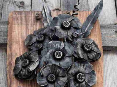 Küünlajalg sepistatud roosid