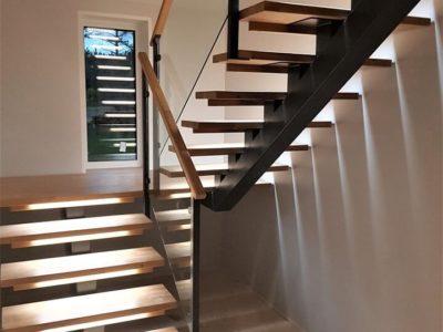 Offener Riser Stahlträger Uförmige Holztreppe Mit Glasgeländer-1