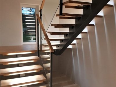 Open Riser Steel Beam U-shaped Wood Staircase With Glass Railing